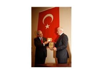 Üniversiteli Gençlerden Türkiye'nin Önde Gelen İş Adamlarına Ekonomiye Hizmet Ödülleri