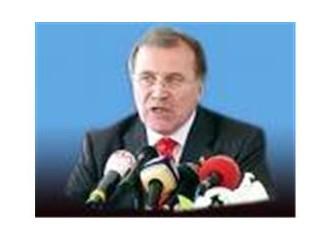 Mehmet Ali Şahin AKP'yi bölücülükle suçladı.