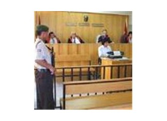 Entrikalar sarmış medyanın dört bir yanını. Askerler sivil mahkemede.