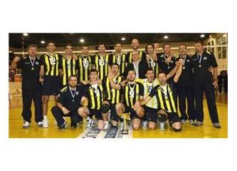 Fenerbahçe voleybolda şampiyon olurken...