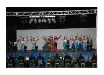 Devlet halk dansları Torosları çoşturdu....