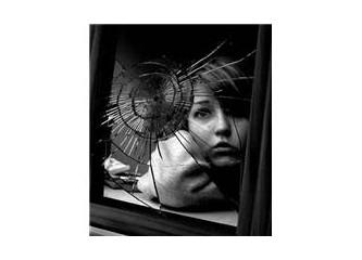 Aynada Kırıldı Sevda