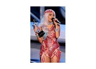 Lady Gaga & Çiğ Etten Elbisesi