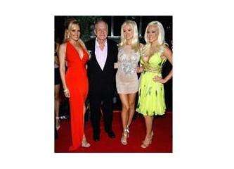 Playboy dergisinin sahibi Hugh Hefner ve ikiz sevgilisi…