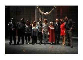 Zülfü Livaneli Sahnede! 'Leyla'nın Evi'