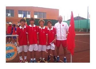 Teniste tarihi zafer