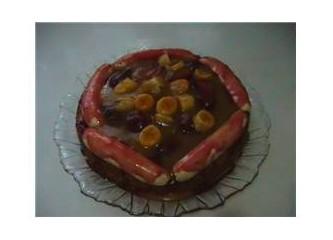 Muzlu, mürdüm erikli yaş pasta