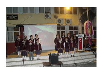 Yunus Emre İlköğretim Okulu öğrenci ve öğretmenleri Çanakkale şehitlerini andı
