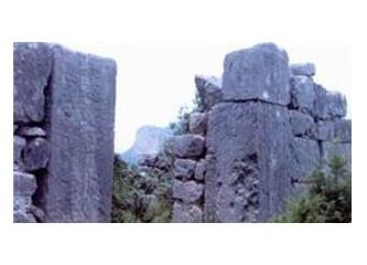 Yarık Kaya (Uzunoğlan) Kalesi