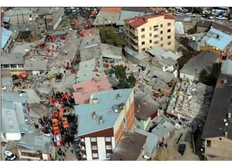 Japonlar, depremde binalara sığınıyor, binalar bizde mezar oluyor!