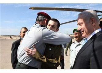 Sonunda yıllardır esir olarak tutulan İsrail'li asker Gilad Şalit evine döndü!