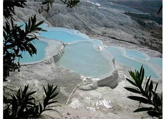 Pamukkale'nin sihirli suları yüzbinlerce insanı kendine çekiyor...