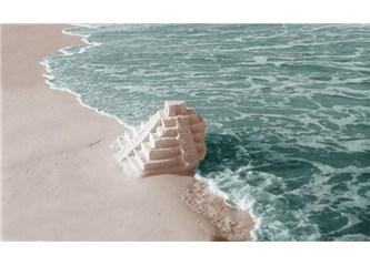Ya denizi sırtımız dönük olduğu için göremiyorsak