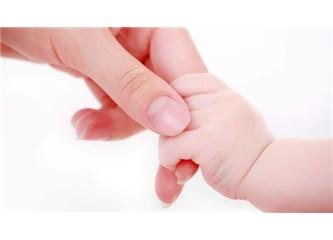 Doğduğumda annemin elleri vardı ellerimde, şimdi ise hayatım, 'hayat'ın ellerinde...
