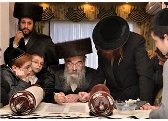 Neden Yahudiler çok zeki, şahsiyetli ve derin düşünebilen insanlar, hiç düşündünüz mü?