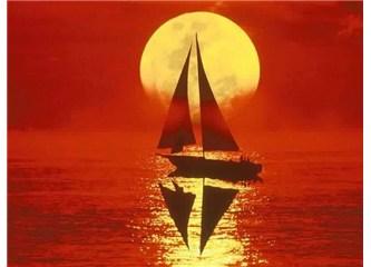 Kocaman denizin ortasındaki küçücük tekne