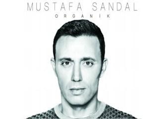 Mustafa Sandal hayranlarının egosunu tatmin etti