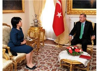 Başbakan Erdoğan Leyla Zana'yı dinlemedi, dinliyormuş gibi yaptı