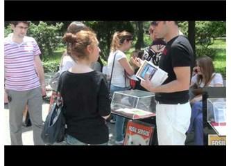 Kadıköy'de sol görüşlü öğrenciler fosil sergisine neden saldırıyorlar?