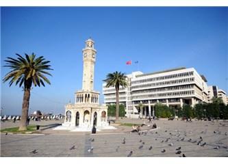 İzmir'in dağlarında çiçekler açar, altın güneş orda sırmalar saçar