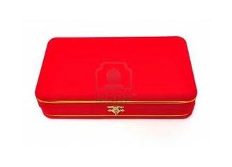 Kadınlar ve kırmızı kutuları...