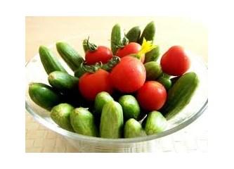 Sebze ucuzluktan çöpe gidiyor, insanlar açlıktan yiyecek sebze bulamıyor.