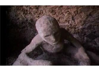 Pompei halkı ani bir yanardağ patlamasıyla yeryüzünden silindi, Video