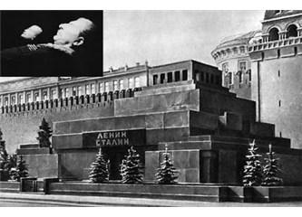 Lenin'in Naaşı Kızıl Meydan'dan kaldırıldı