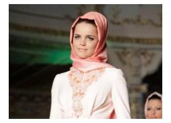 Türkiye,işi gücü bıraktı,Tuğçe Kazaz'ın Ortodoksluktan vazgeçip yeniden Müslüman olmasını tartışıyor