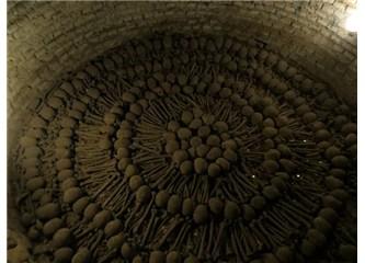 Kilisenin bodrumunda bulunan 30.000 iskeletin sırrı