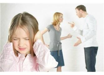 Boşanma sonrası çocuğa anne veya babasını kötülemeyin!