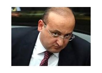 Erdoğan'ın kulağına fısıldayan adam: Yalçın Akdoğan.