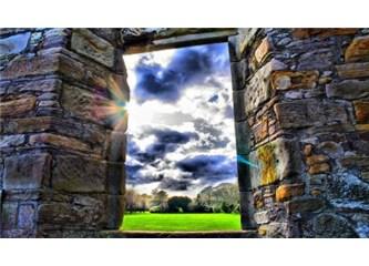 Bir gecekondunun penceresine bakmak…