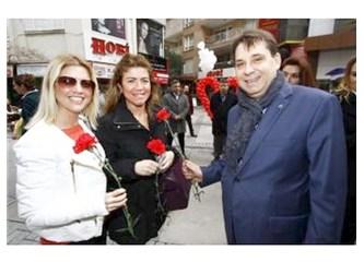 """İzmir'in her semtinde """"aşk'lar"""" çiçek açtı..."""