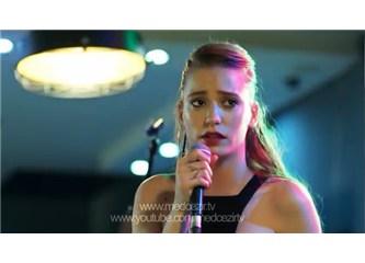 Serenay Sarıkaya, Medcezir 28. bölümde yine şarkı söylüyor!