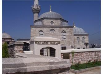 430 yıl bahçesine kuş konmayan cami!