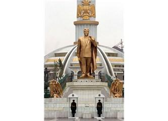 Halkın sevgilisi bir diktatör: Saparmurat Türkmenbaşı