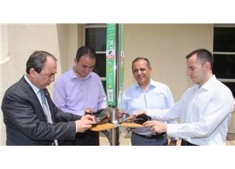 Güneş enerjisiyle çalışan cep telefonu şarj istasyonları Çukurova Üniversitesi'nde...