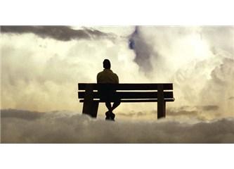 Yalnızım, yalnızsın, yalnız
