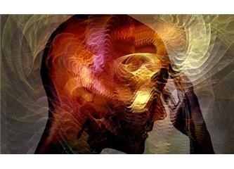 """""""Evrende en büyük ziyan sorgulama yeteneğini kaybetmiş bir beyindir."""""""