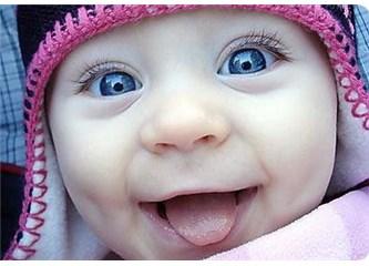 """""""Gülümsemek, adaleti bozuk düzene sessiz bir küfürdür. Gülümseyin..."""""""