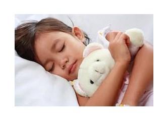 Dikkat! 2 yaşından sonra bebeğinizle birlikte yatmayın!