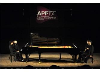 'Kırmızı Diplomalı' iki piyanistimiz Antalya Piyano Festivali'nde Rachmaninov seslendirdi