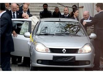 Papa'nın Albea, Clio aşkı