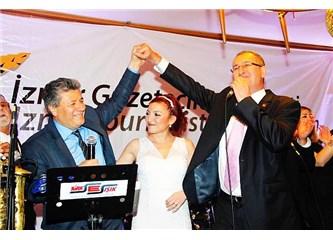 """İzmir'li Gazetecilerin  Geleneksel Yılbaşı Balosunda """"Balbay"""" , Meslektaşlarıyle Kucaklaştı,"""
