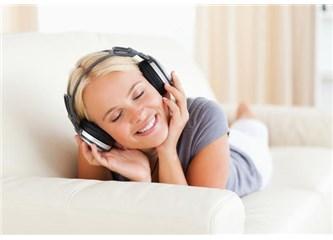 Kur'an'a göre müzik dinlemek haram değil…