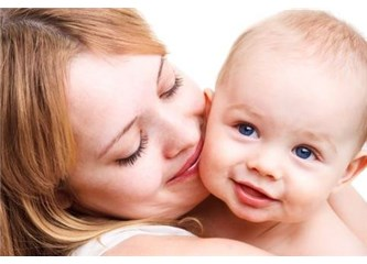 Nazar boncuğu takarak çocuklarını koruyacaklarını düşünen annelere sesleniyorum