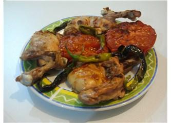 Mangalda, odun ateşinde tavuk pişirme