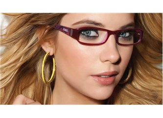Gözlük kullananlar için makyaj önerileri