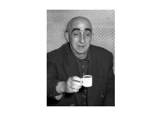 Türk Tiyatrosunun duayeni İsmail Dümbüllü Usta'ya saygı ile.....